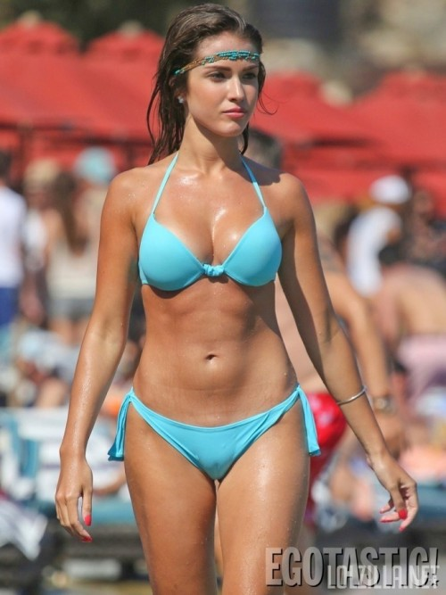 Catarina-Sikiniotis-Shows-Off-Her-Blue-Bikini-in-Greece-08-675x900.jpg